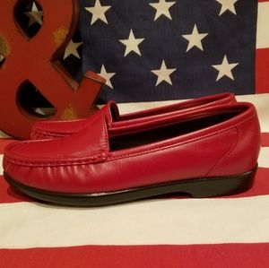 SAS NWOT Red Leather Tripad Comfort Foot Bed